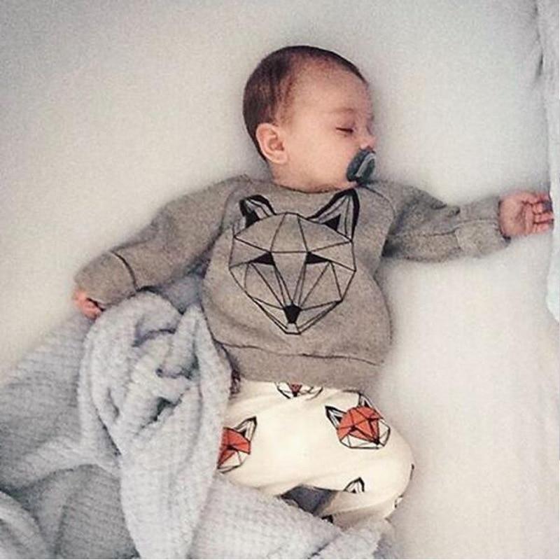 71b78987c Nueva Marca bebé infantil 2 piezas ropa Set niños niñas Cartoon Fox impreso  algodón camiseta + Pantalones niños traje Playsuit Niño en Sistemas de la  ropa ...