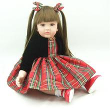 Muñeca reborn de 60 cm con vestido a cuadros – Colección limitada