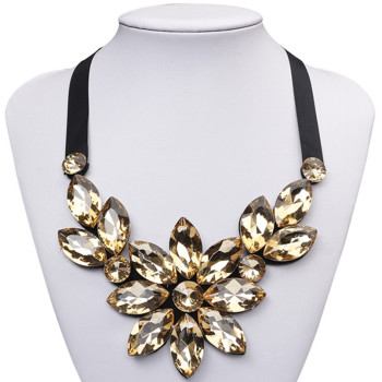 New Fashion Clothing Choker Necklace Acrylic Resin Flower Short Statement Necklace & Pendant Color Fashionable Women Necklace necklace