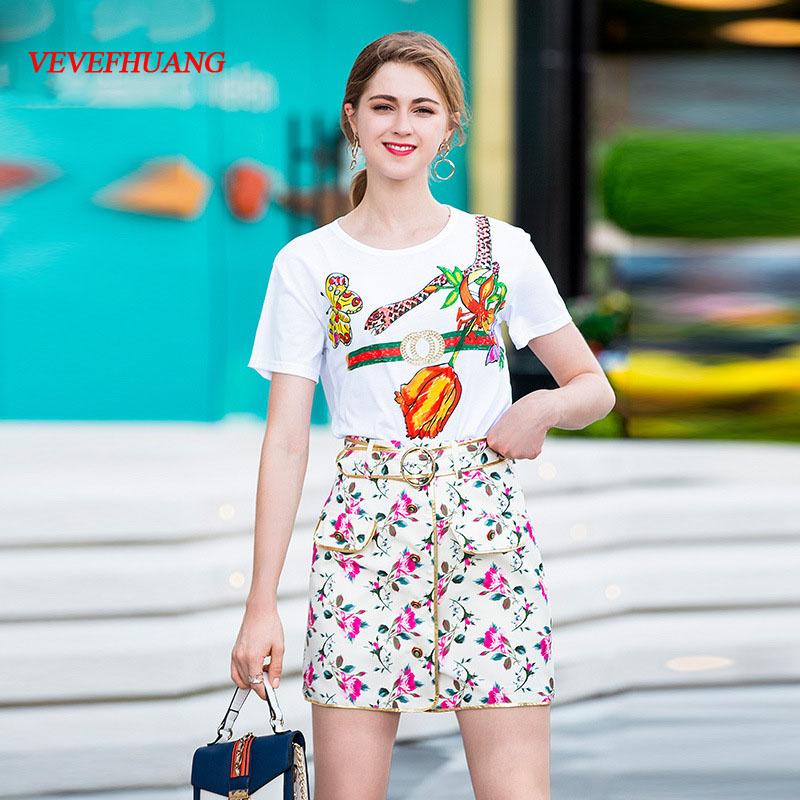 VEVEFHUANG 2018 Summer New Women's Fashion Suit White Printing Short-sleeved T-shirt + Floral Print Skirt Two-piece Sets