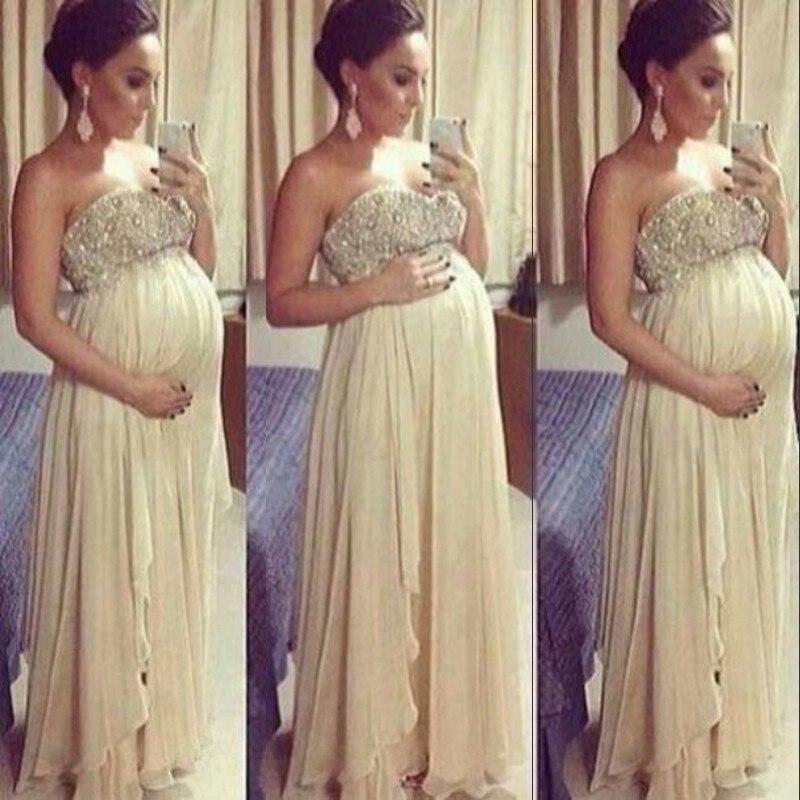 Embarazada con vestido de noche