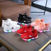 Новинка; детская светящаяся обувь для мальчиков и девочек; спортивная обувь для бега; модные детские кроссовки с мигающими огнями для маленьких детей; светодиодные кроссовки