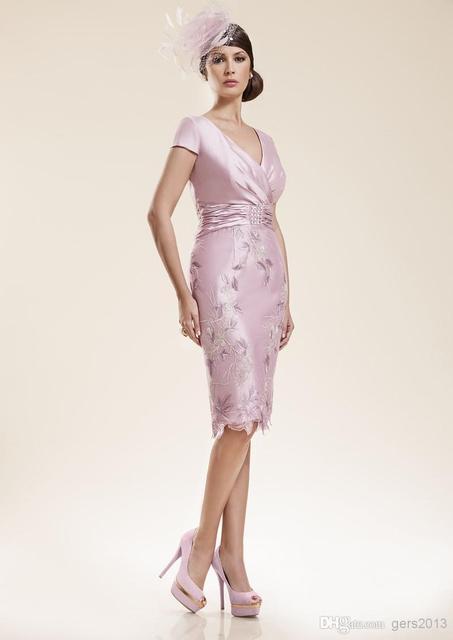 2017 Мать Невесты Платья Оболочка V-образным Вырезом Короткие Рукава Розовый Вышивка С Курткой Короткие Плюс Размер Мать Платья