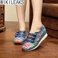 Venda quente de Moda de Nova Mulheres Casual Plus Size Floral Cunhas Fivela Sapatos de Mulher Bordado Estilo Chinês Pano Sapatos