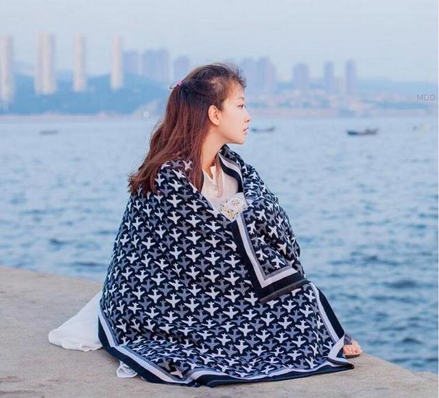 Otoño invierno de la bufanda mujeres chal de lana caliente de alta calidad negro patrón aviones bufandas bufanda alargan cachemira ocasional bufanda de las mujeres