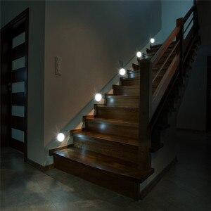 Image 2 - Sensore di movimento Attivo Batteria Luce PIR LED Luci notturne senza Fili Magnetico Cabinet Closet Scala Lampada Da Parete Per Corridoio di illuminazione