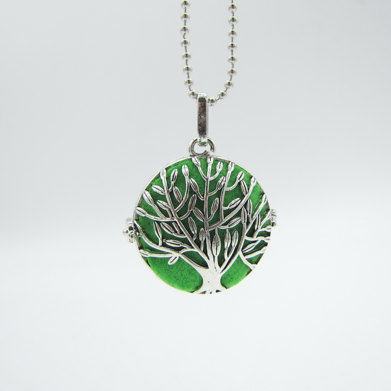 Pretty Tree Hollowed Pattern Locket Pendant DIY Essential Oil Diffuser Necklace With 8pcs Changeable Colorful Felt Pad