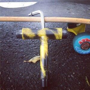 Image 5 - Neue T Skateboard Tools Gemusterten Rollschuh Longboard Werkzeuge mit L key & 3 Steckdosen für Anziehen & Montage Lkw & räder