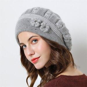 Image 4 - Podwójna warstwowa konstrukcja czapki zimowe dla kobiet berety kapelusz futra królika ciepłe czapki z dzianiny duże kwiatowe czapki czapki 2018 nowe czapki