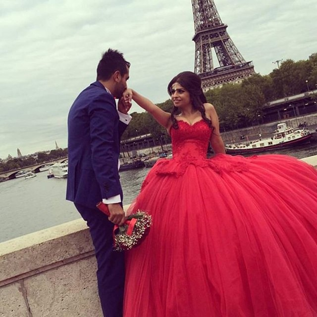 d6ea88b7bd4 Sweetheart Ball Gown Floor length chapel train dress Applique Beaded tulle  wedding dresses Red Wedding gown