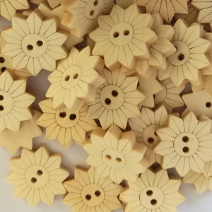 50PCs NEW Natural Wooden Buttons Sunflower Shape Scrapbooking DIY Craft Sewing Accessories 2 Holes Clothing Accessories 18x18mm