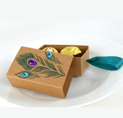 100pcs Peacock Feather And Diamond Kraft Paper Gift Box Wedding Party Favour Gift Candy Boxes Paper Gift Box Bags Party Supplies in Gift Bags Wrapping Supplies from Home Garden