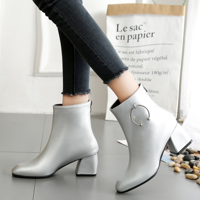 2018 new Brand woman boots metal buckle design boot patent leather ankle boot for woman Martin boots