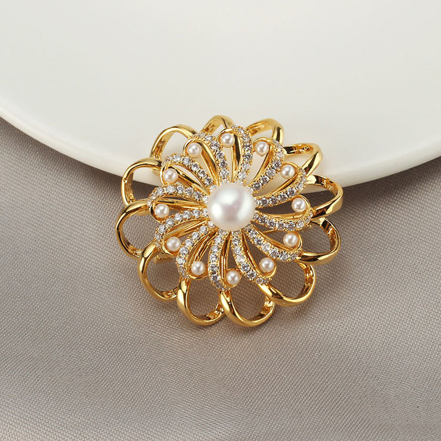 Luxury Crystal Flower Brooch Rhinestone Pin Women Natural Pearl Brooches Pins Jewelry for Female Wedding Scarf Accessories