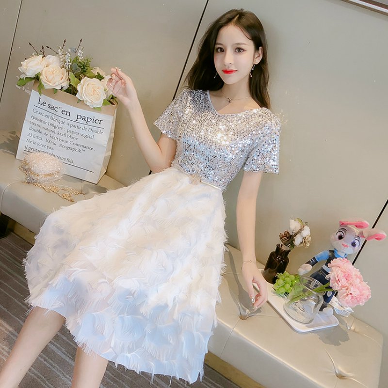 2019 haute qualité mode toutes sortes de ensembles de style été robe élégante fée paillettes blanc plume rayé deux pièces robes