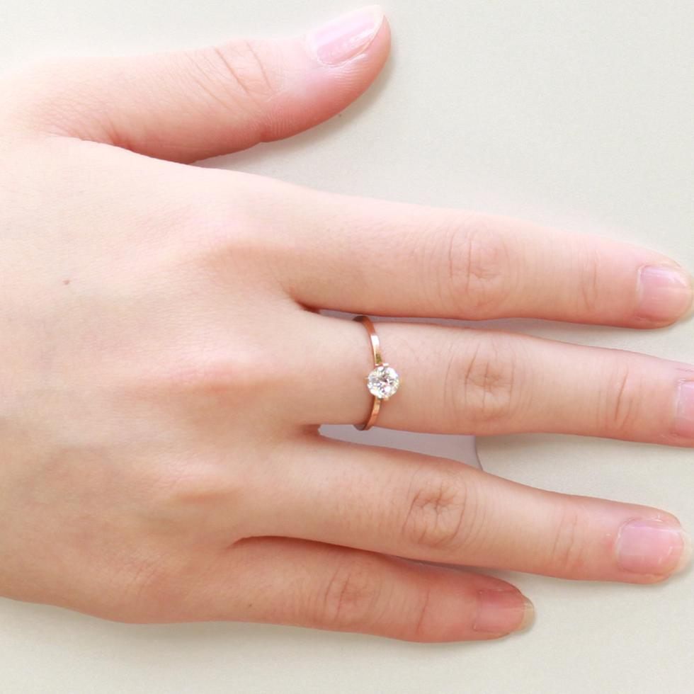 Engagement Ring Finger For Women | Credainatcon.com