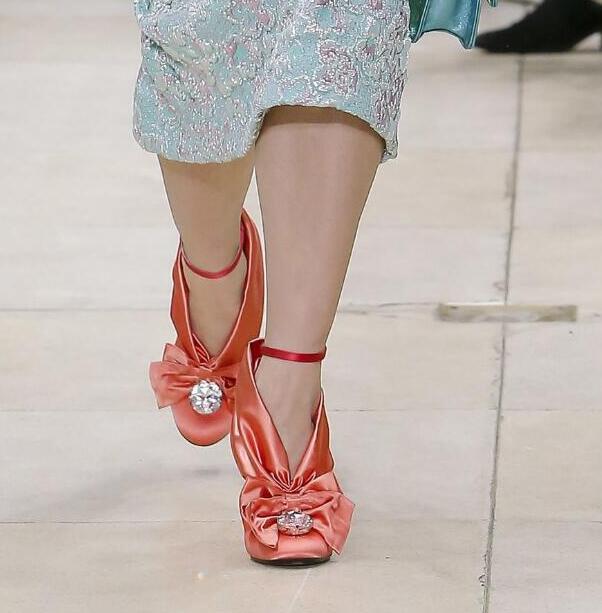 Nueva Boda Raso as Fiesta Pista Forma Vestido Altos Llegada Redonda Mujeres Mariposa Zapatos Spike Las Tacones Picture Picture De nudo Heels Toe As Bombas V rEr6qPv7U