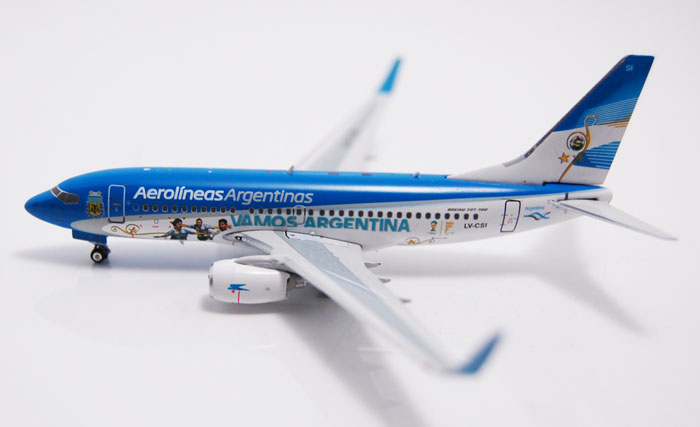 Fine Out of print Ph enix 1: 400 10976 Argentinean Airlines B737-700WL LV-CSI FIFA Alloy aircraft model Collection model Holiday ph 1 400 lufthansa german airlines airbus a380 alloy aircraft model d aimn