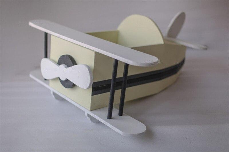 vintage avião de madeira recém-nascido photo shoot