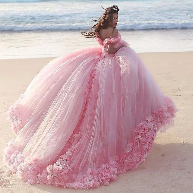 2017 rosa inchado vestidos quinceanera princesa cinderela longo formais ball vestido sweet 16 vestidos de baile do partido fora do ombro flor 3d