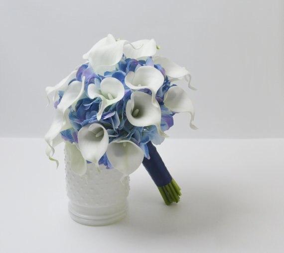 Cala blanc lys et bleu hortensia mariage Bouquet accessoires bal fête décoration mariage Bouquet fleur mariées mariage