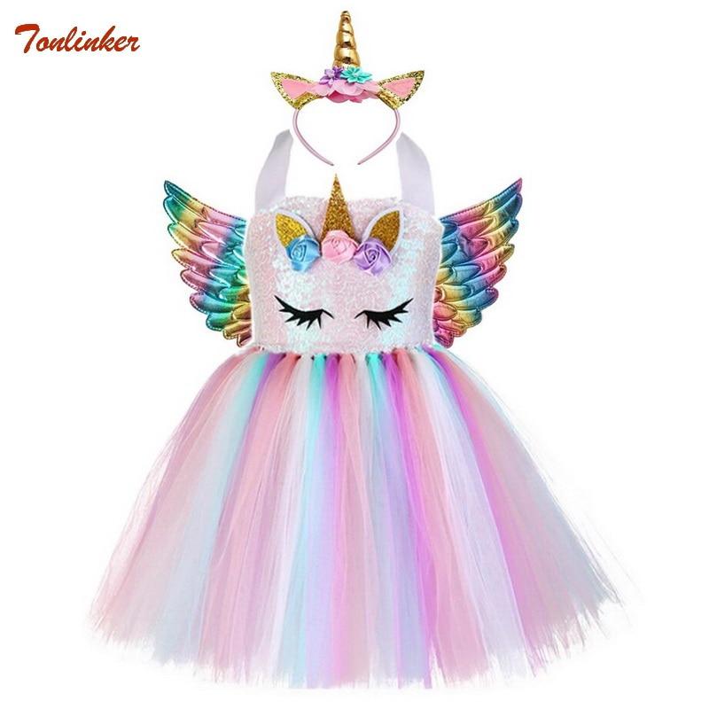 תחפושת חד קרן שכוללת שמלה ורודה וצבעונית עם כנפיים וכתר עם אוזניים וקרן