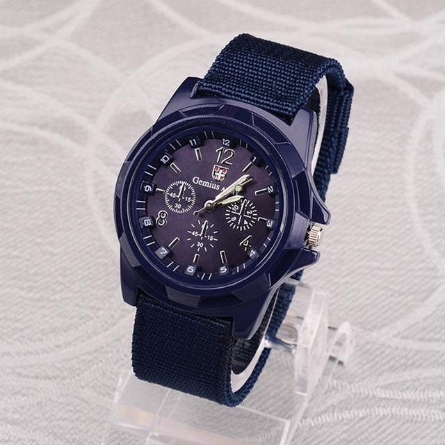 Reloj Estilo Militar con Pulsera de Nylon