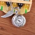 Moda de Nova Chegou Prata Quartz Pequeno Relógio de Bolso Oco Flor com Asa Design Relógio de Bolso Com Colar de Corrente Presentes Dos Homens