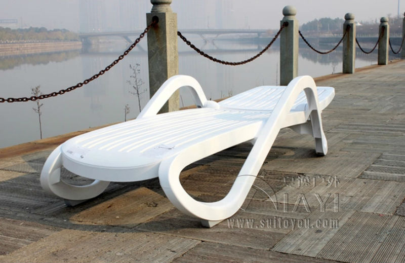 White Pool Deck Chairs: Plastic White Color Outdoor Furniture Beach Chair Lounger