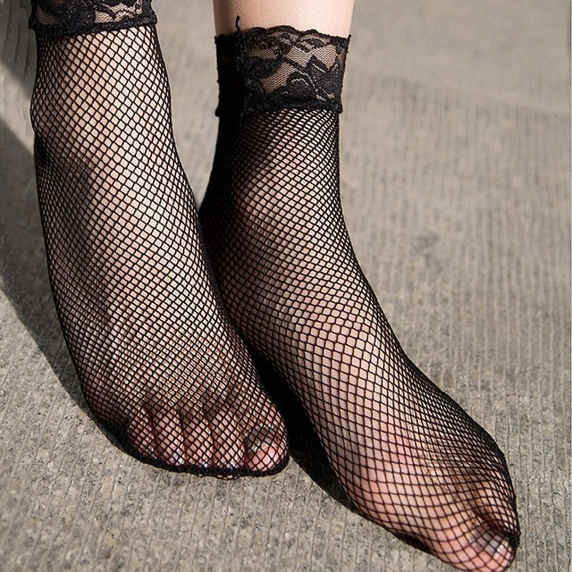 1 pair  Women Girls Ladies Soft Sexy Lace Floral Short Ankle Fishnet Socks Sales Well