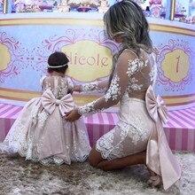 Розовое Кружевное бальное платье принцессы для мамы и дочки; Платья с цветочным узором для девочек; платья для мамы невесты с длинными рукавами и большим бантом