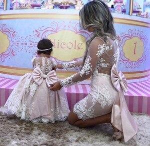 Розовое Кружевное бальное платье принцессы для мамы и дочки; Платья с цветочным узором для девочек; Платья с длинными рукавами для мамы и не...