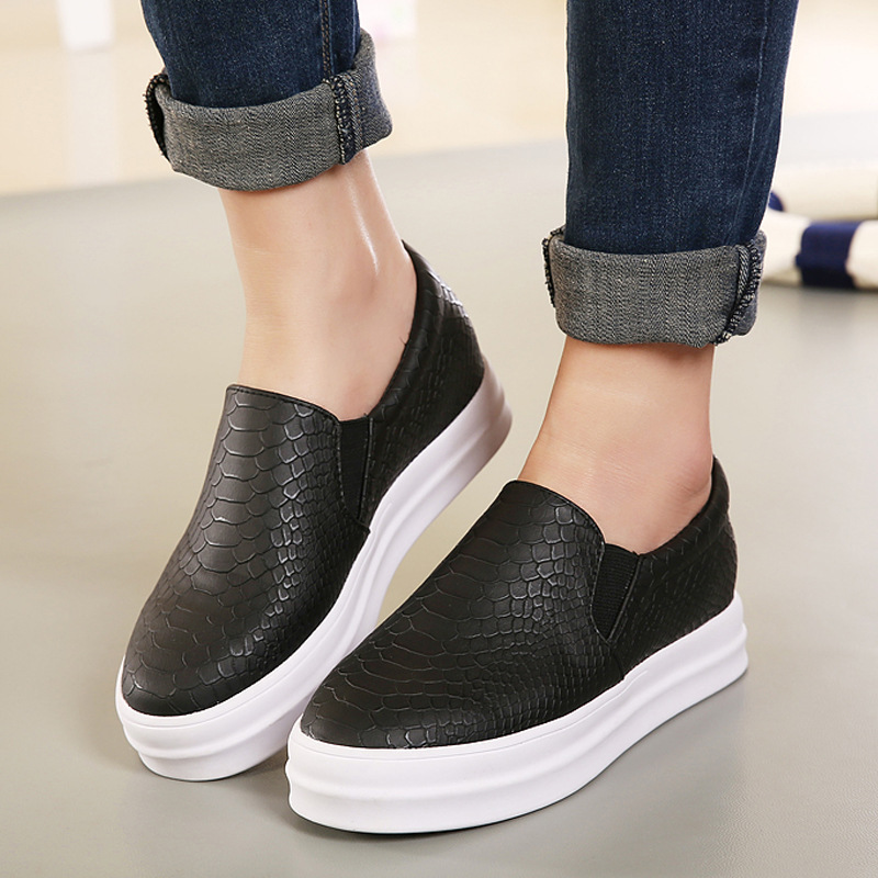2089141b451 Fashion New Spring And Autumn Women Flat Shoes PU Leather Snakeskin Pattern  Thick Casual Loafers Lazy Muffin Shoes Size 36 39-in Women s Flats from  Shoes on ...
