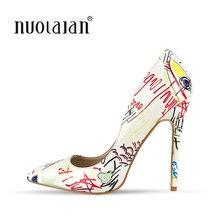 8182209ab8 2018 marca moda graffiti colorido mujeres Bombas estilete atractivo boda  mujeres Zapatos sapato feminino(China