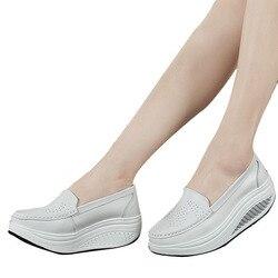 2020 الربيع جلد طبيعي الأم أحذية امرأة غير رسمية سوينغ أحذية بيضاء أحذية تمريض الانزلاق مقاومة منصة حجم كبير
