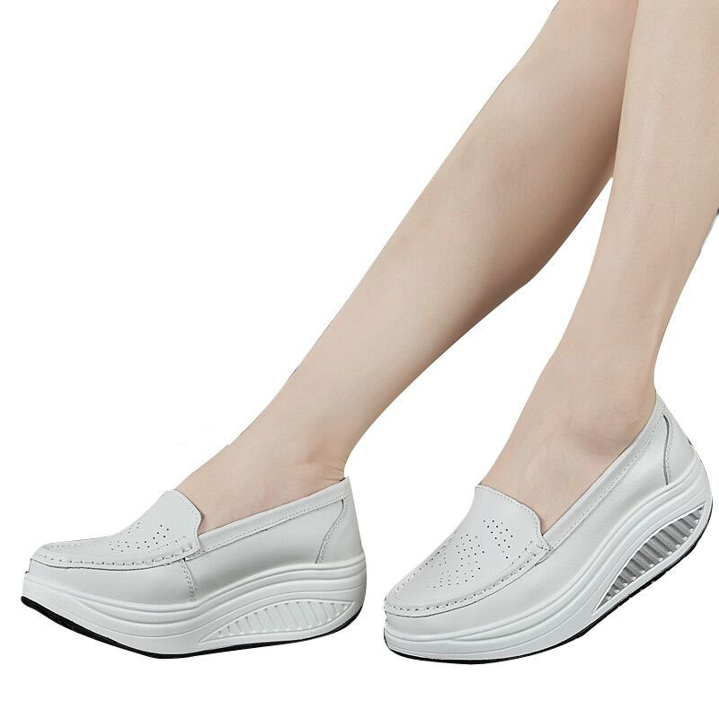 ZHENZHOU ฤดูใบไม้ผลิหนังแท้แม่รองเท้าผู้หญิงสบาย ๆ รองเท้าแกว่งรองเท้าพยาบาลสีขาวลื่นทนขนาดบวกแพลตฟอร์ม