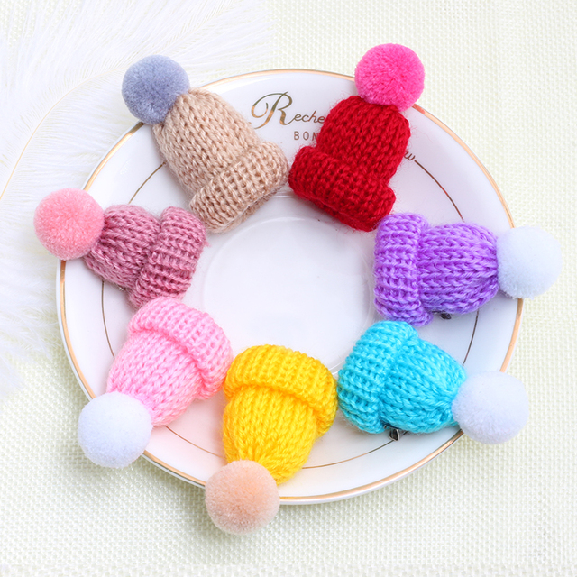 1 Pcs Mini Colorful Woolen Knitted Hairball Hat Brooch Pin For Women Sweater Shi