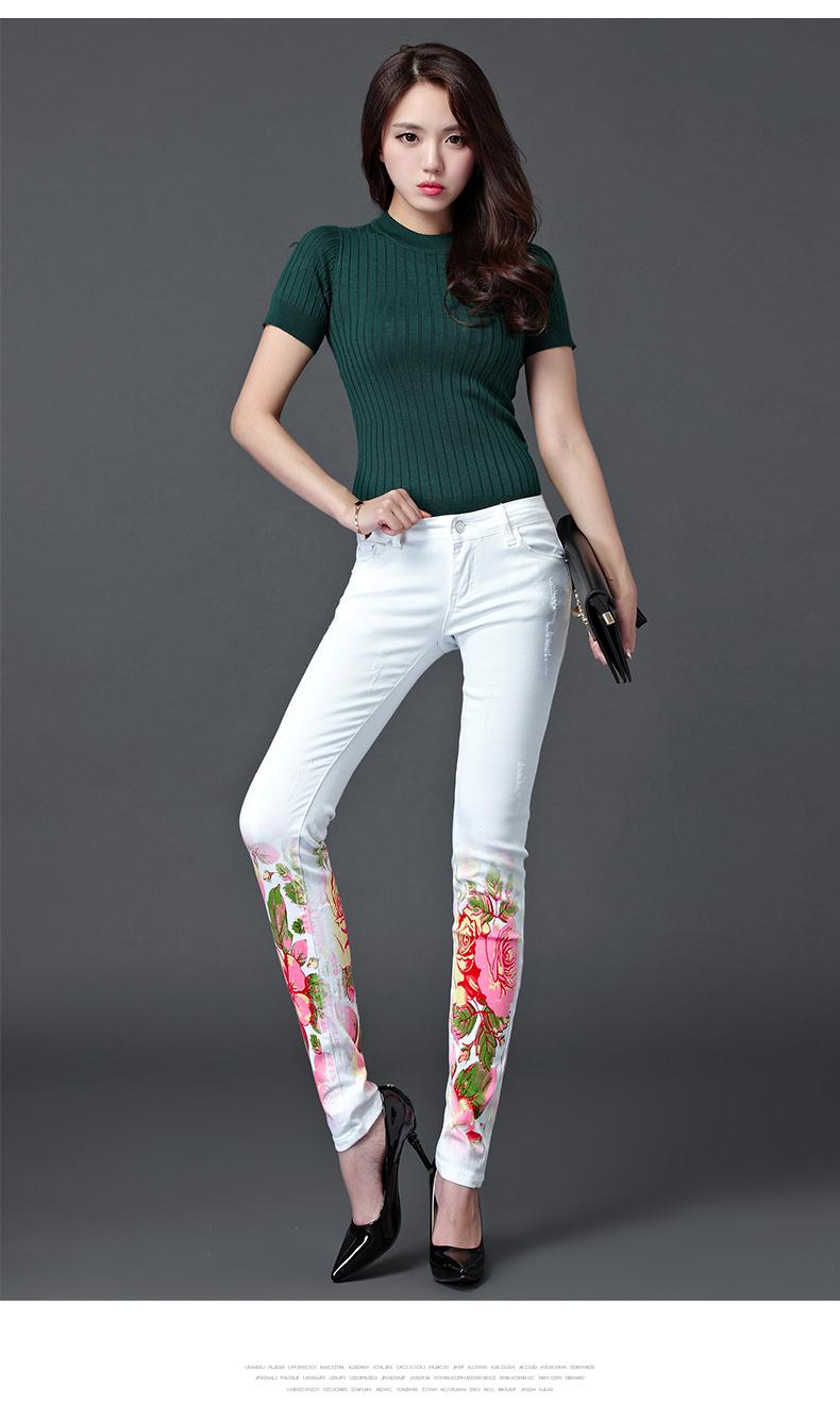 Valged teksased roosade lilledega