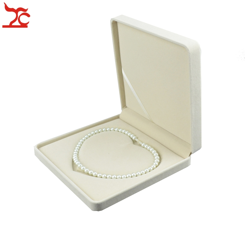 One Piece Luxury Jewelry Necklace Box Beige Velvet Wedding Favors Pearl Necklace Organizer Box Case