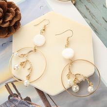 Fashionable personality fashionable geometric metal round exaggerated leaf pearl shell stitched earrings for the women