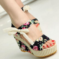 Shoes Women 2017 Summer New Sweet Flowers Buckle Open Toe Wedge Sandals Floral High Heeled Shoes