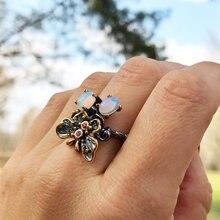 Женское кольцо с белым опалом и бабочкой ювелирное изделие черного