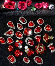 Yeni yıl 24 stil 100 adet 3D tırnak sanat sıcak kırmızı mücevher çivi Rhinestones alaşım tırnak süslemeleri takı kristalleri akrilik sticker çivi