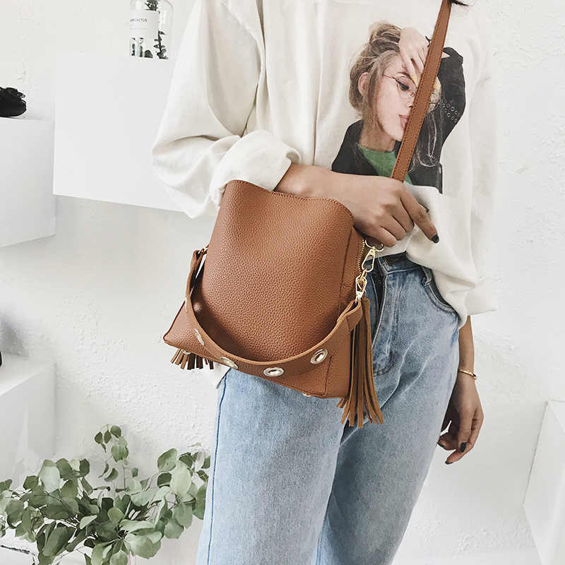 Vintage moda mujer flecos cubo bandolera alta calidad gamuza mensajero bandolera mujer cubo remache borla bolso