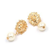 Vintage Lion Head Pearl Drop Earrings for Women Trendy Gold Lion Head Big Dangle Earring Metal Baroque Ear Fashion Jewelry 2019 pair of vintage lion head embellished round design earrings