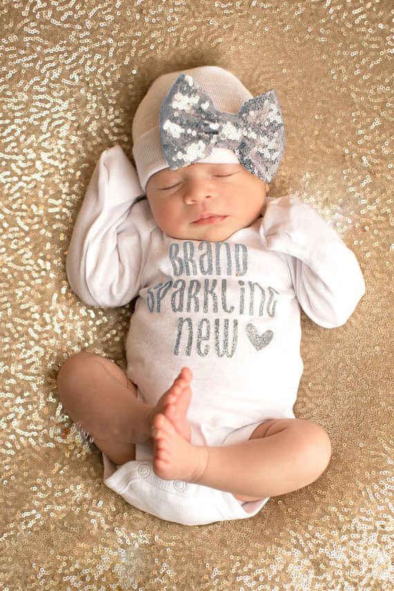 2個スパンコール新生児ガールズボーイズボディスーツ服かわいい手紙ジャンプスーツ帽子2個綿衣装服セット