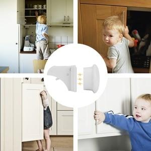 Image 5 - 10 מנעולי 2 מפתחות מגנטי ארון מנעולי בטיחות תינוק קבינט מנעול הגנת ילדים ילדים מגירת הלבשה מובטח בפני ילדים מנעולים