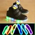 2017 Fresco nueva marca Europea LED iluminado bebé brillantes zapatillas de deporte ventas calientes chicas chicos shoes alta calidad lovely shoes bebé botas