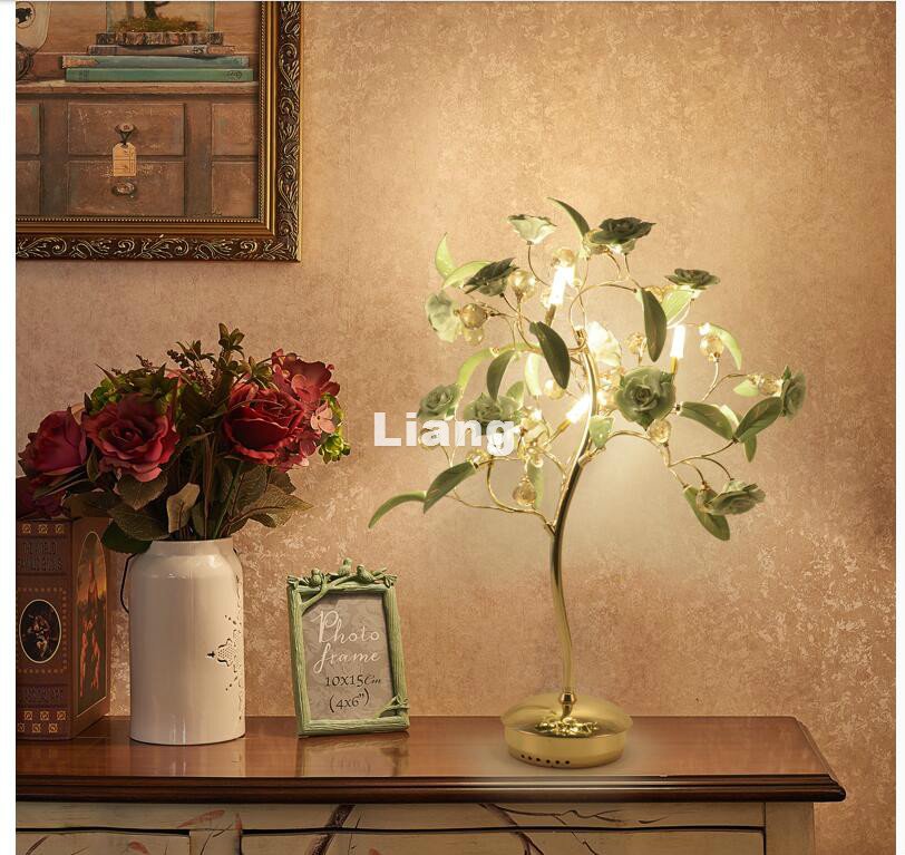 Hot Selling European D530mm H800mm Golden Crystal Table Light Wedding Ceramic Rose Style Decora Table Lamp