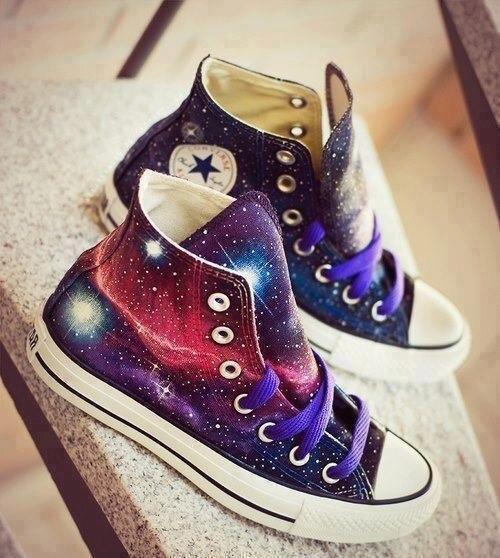 Prix pour Nouveau Galaxy Converse All Star Peint À La Main Chaussures Nébuleuse Univers High Top Toile Sneakers Femmes Hommes Unique De Noël Cadeaux